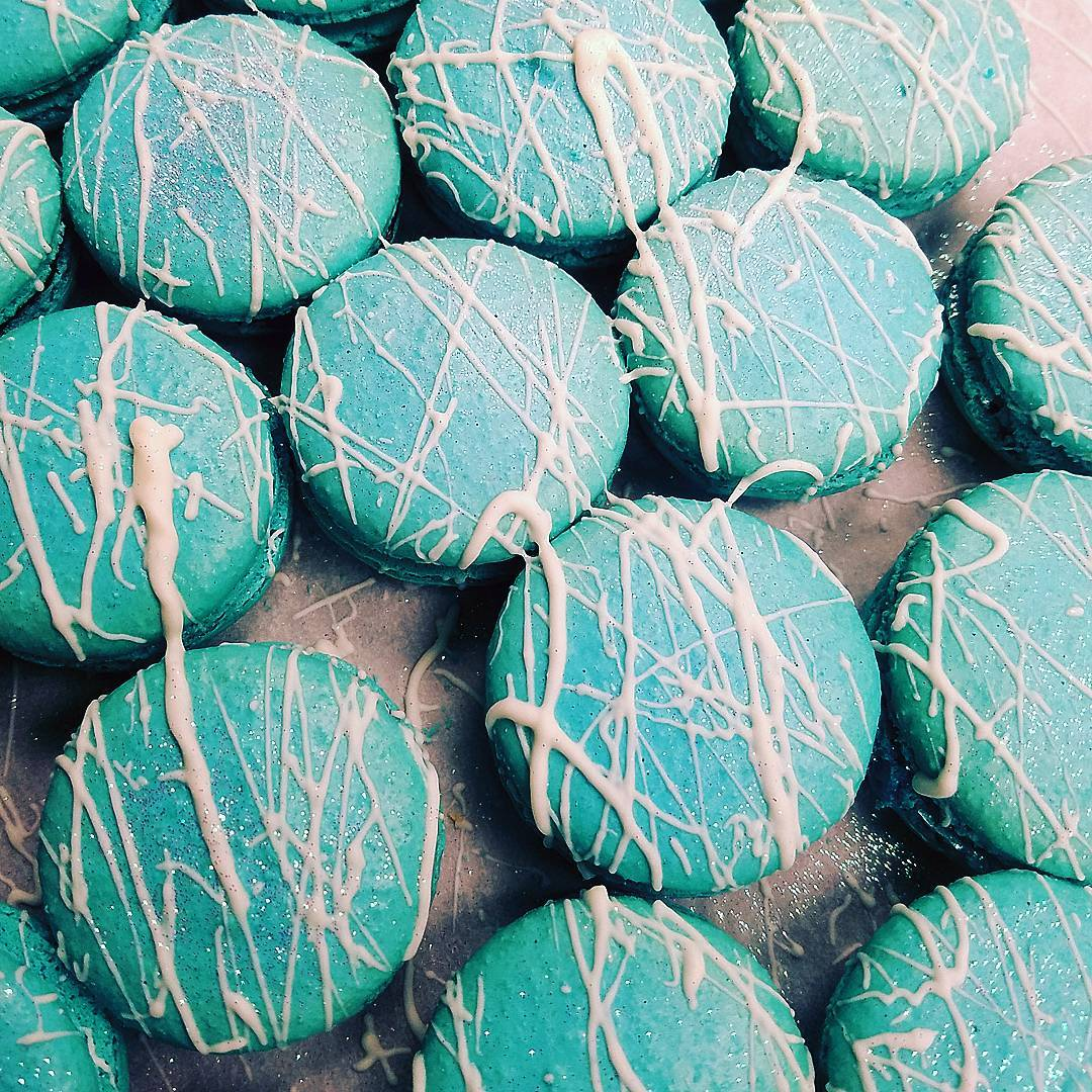 Mocha Mint Glitz Macarons! Limited ⛄ @