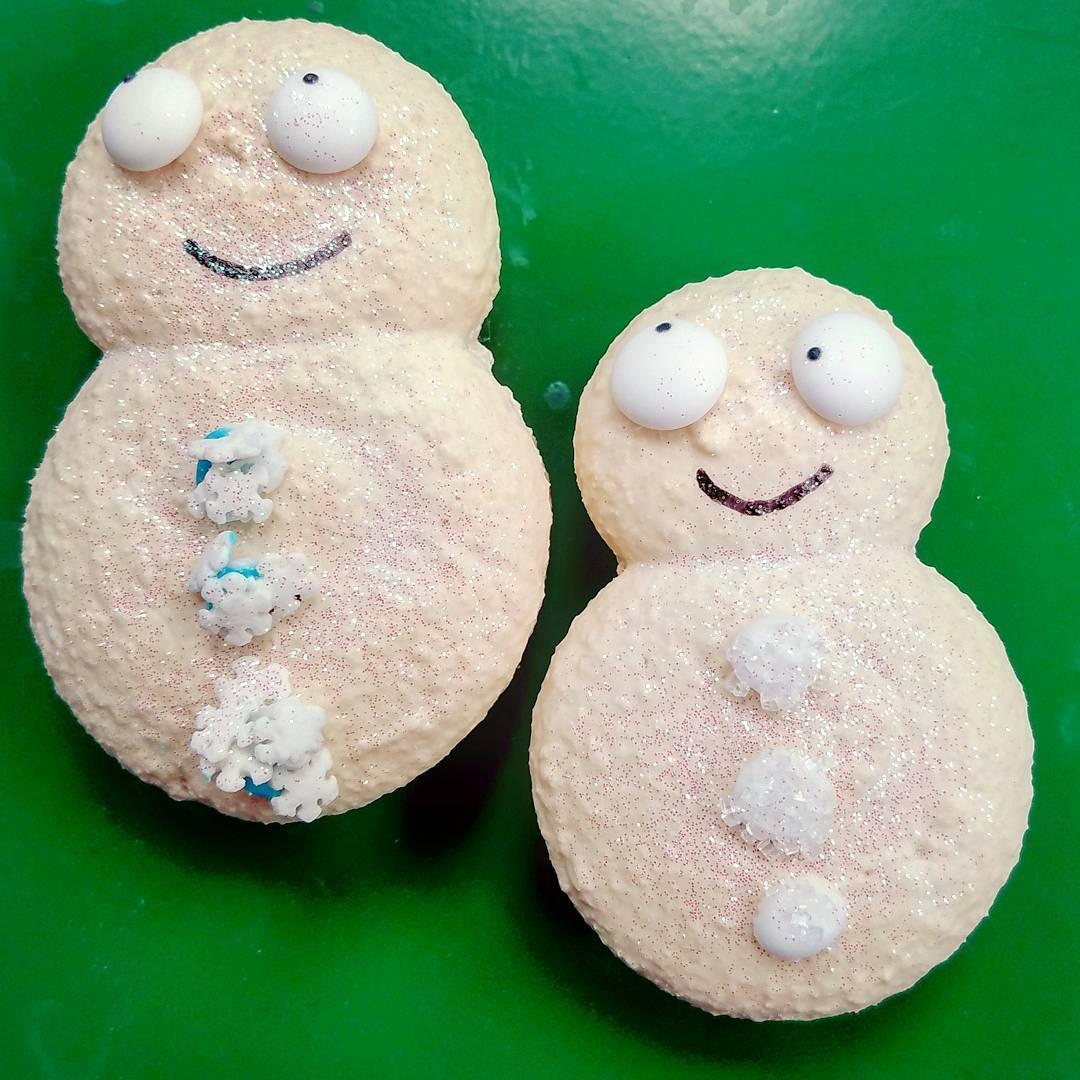 Macaron Snowmen…new, glittery &amp