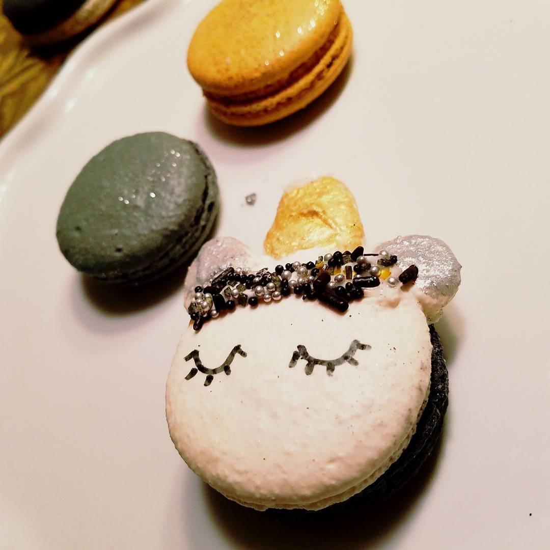 NYE Macarons…Sparkle, Glitter, Spr