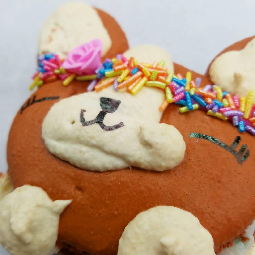 Corgi Cutie! Such a sweet macaron 😙 @
