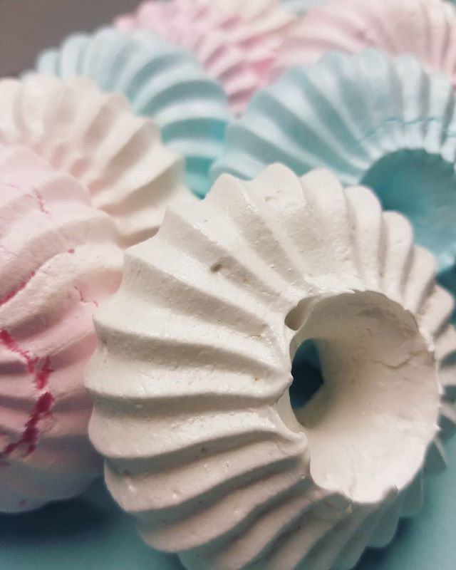 Sultan Meringues. 🏵️ These unique a